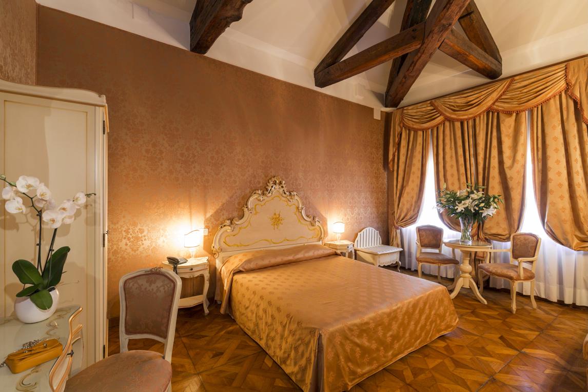 Schlafzimmer Mindestens 22 M2 Doppel Junior Suite Mit 1 Doppelbett Oder  Zwei Einzelbetten + Schlafsofa. Raffinierte Einrichtung Und Inspiriert Von  Der ...